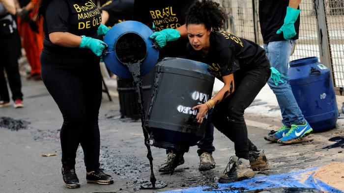 Ministro de medioambiente de Brasil vincula a Greenpeace con los derrames de petróleo en el mar