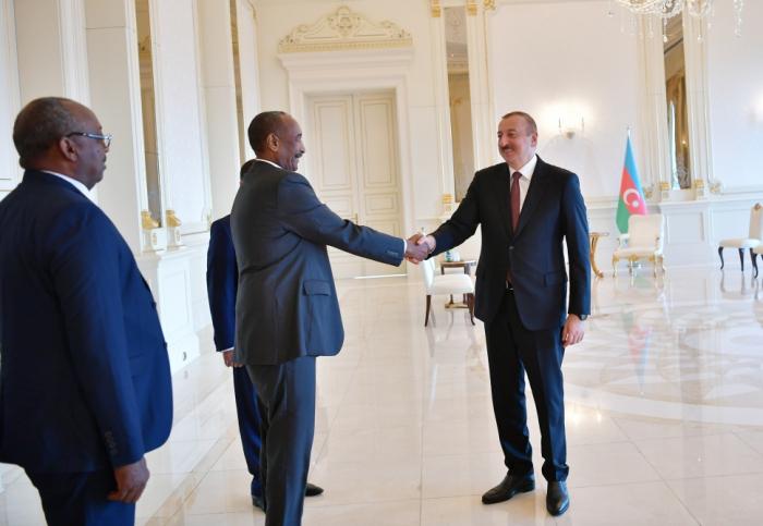 Prezident sudanlı həmkarı ilə görüşüb - Yenilənib