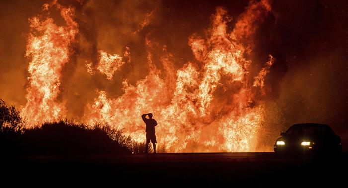 California declara estado de emergencia para combatir incendios