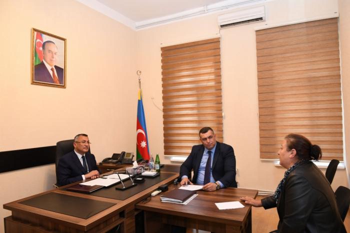 """""""Qaçqınkom"""" sədri 50-dan çox vətəndaşı dinlədi"""