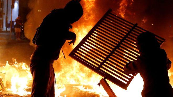 """احتجاجات كاتالونيا: تطبيق """"تسونامي الديمقراطي"""" يشعل المظاهرات في برشلونة ومدن أخرى"""