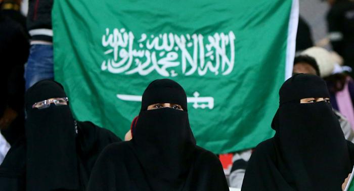 عقب إلغاء شرط ولي الأمر... 14 ألف سعودية يحصلن على جواز سفر