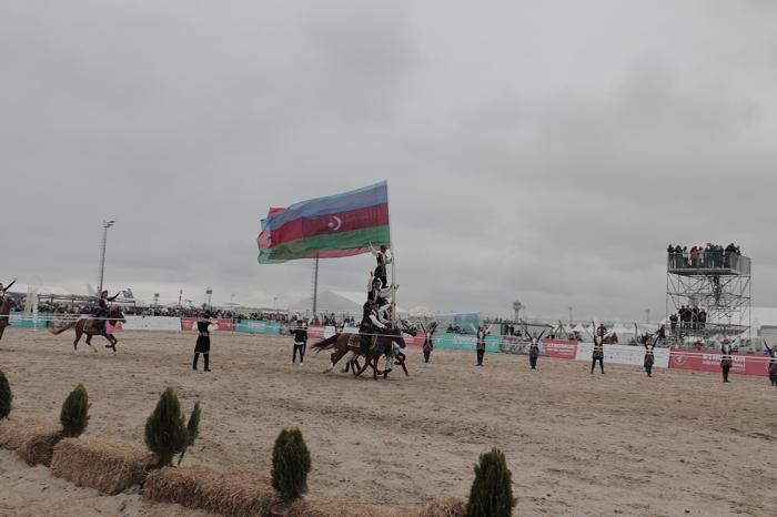 Azərbaycan kəlağayısı və Qarabağ atları İstanbulu fəth etdi - FOTOLAR