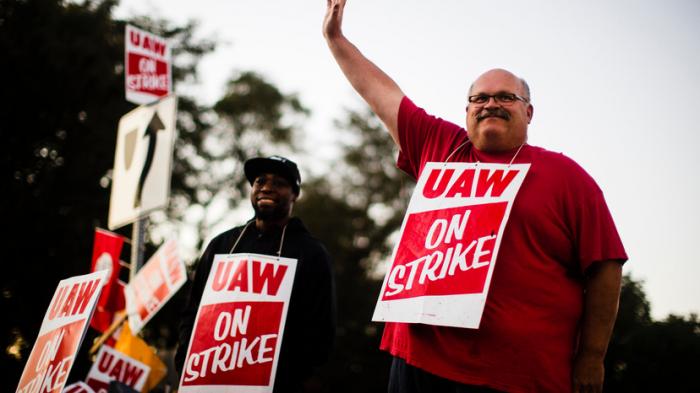 Les salariés de General Motors approuvent un accord salarial mettant fin à la grève