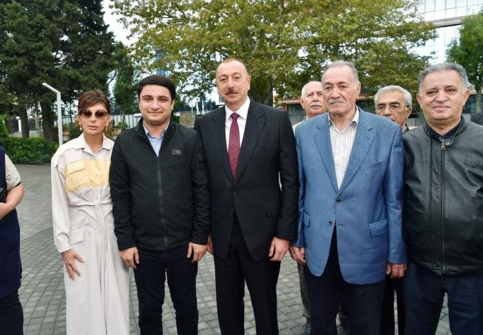 Prezident və xanımı Nərimanovda yeni salınan parkda — FOTOLAR