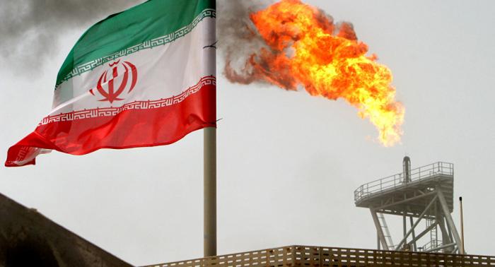 موقع تتبع السفن يفند رواية استهداف الناقلة الإيرانية تجاه سواحل جدة ويوضح الصورة