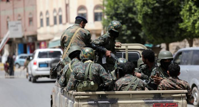 """""""نقل إلى مكان مجهول""""... إصابة وزير دفاع """"أنصار الله"""" في هجوم بصنعاء"""