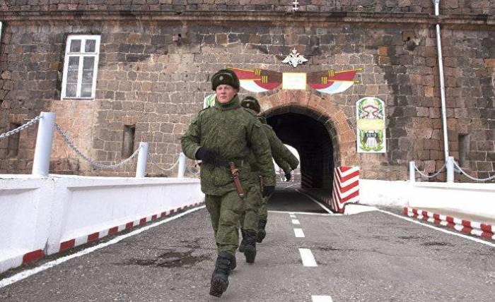 Rusiya Ermənistandakı hərbi bazasını gücləndirir