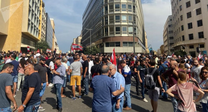 مد بشري من المتظاهرين في ساحة رياض الصلح بوسط بيروت