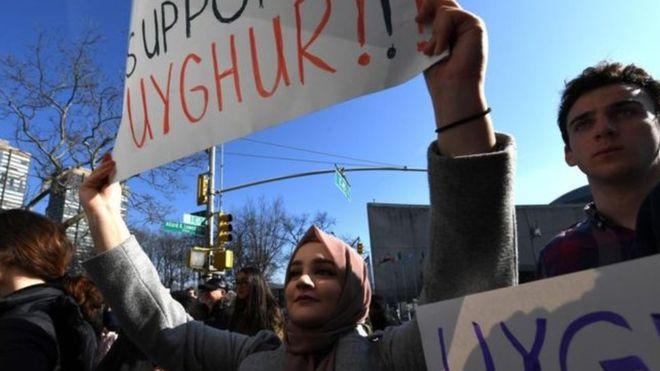 """مسلمو الإيغور: الولايات المتحدة تفرض قيودا على إصدار تأشيرات لمسؤولين صينيين بسبب """"القمع"""""""