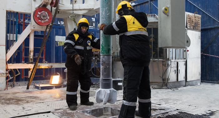 """فنزويلا لا تنوي نقل السيطرة على شركة النفط الوطنية إلى """"روسنفط"""""""