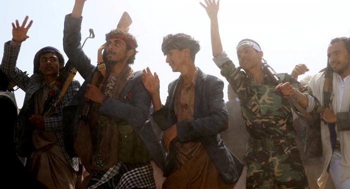 """""""أنصار الله"""" تعلن الإفراج عن 30 معتقلاً حاولوا الالتحاق بصفوف الجيش اليمني"""