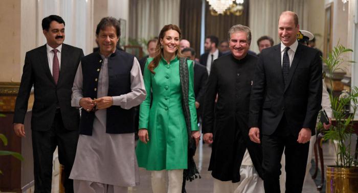 كيت ميدلتون ترتدي الحجاب داخل مسجد في باكستان