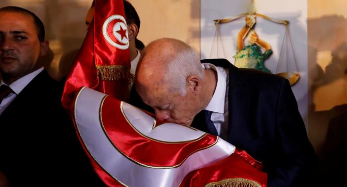بعد فوزه بالرئاسة التونسية… قيس سعيد يتلقى أول دعوة لزيارة خارجية