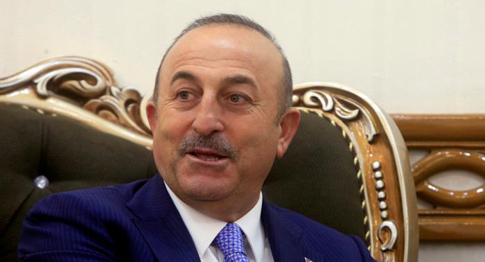 بالصورة... وزير الخارجية التركي يوجه رسالة مرتديا الزي العسكري