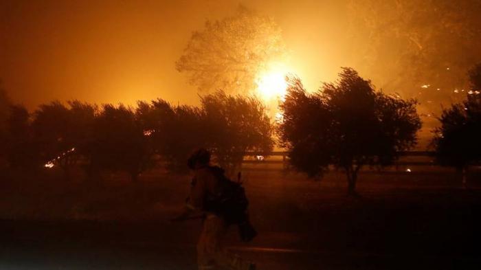 Los incendios provocan la mayor evacuación en 25 años en un condado de California