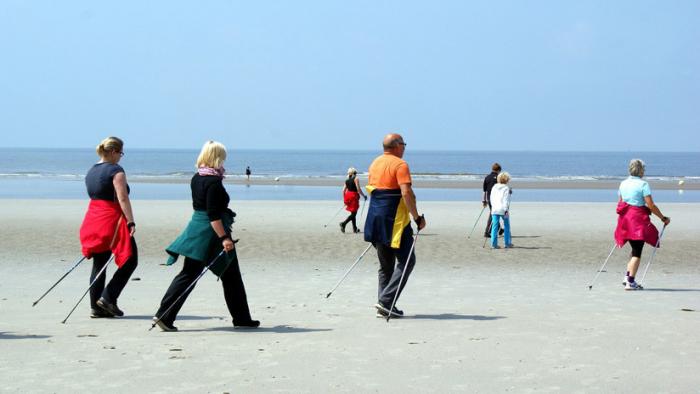 Caminar lento estaría relacionado con un envejecimiento más rápido
