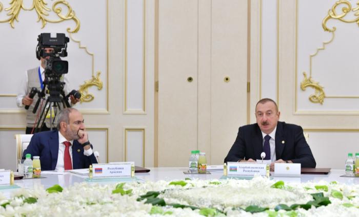 إلهام علييف إسكات باشينيو في اجتماع في رابطة الدول المستقلة