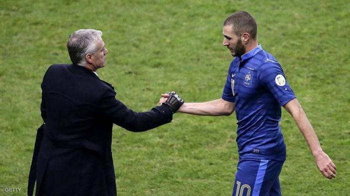 مدرب منتخب فرنسا يغلق الباب مجددا أمام بنزيمة