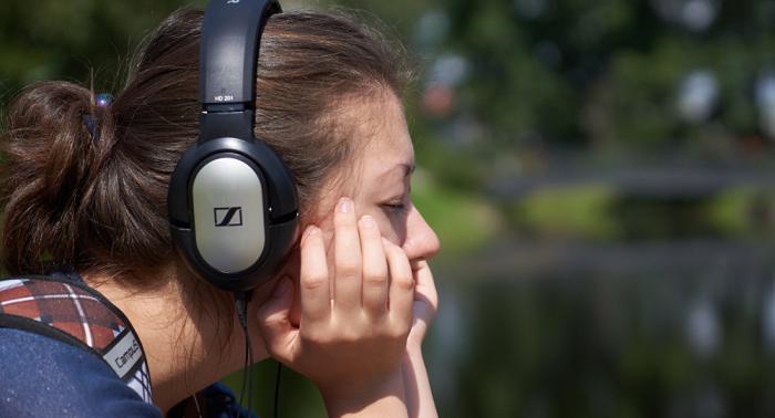 """حقيقة """"مقززة"""" قد تمنعك من استخدام سماعات الأذن"""