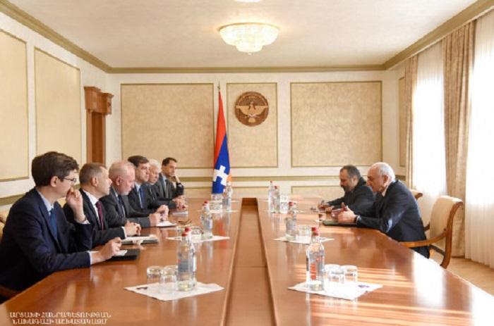 Les coprésidents du Groupe de Minsk de l