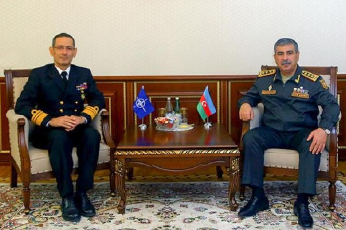 Le ministre azerbaïdjanais de la Défense rencontre le chef de la direction des partenariats de l