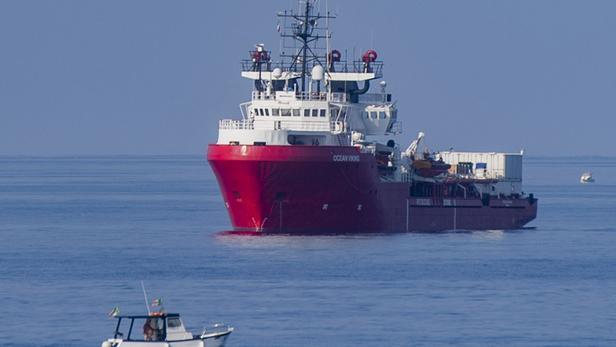 SOS Méditerranée cherche de nouveau un port sûr pour 104 migrants