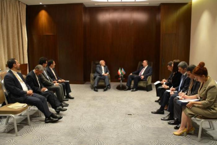 Le ministre azerbaïdjanais des affaires étrangères rencontre son homologue iranien
