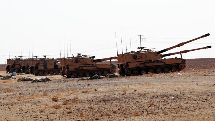 Fuerzas del Ejército sirio avanzan hacia la frontera con Turquía