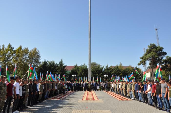İki rayonda çağırışçılar hərbi xidmətə yola salınıb
