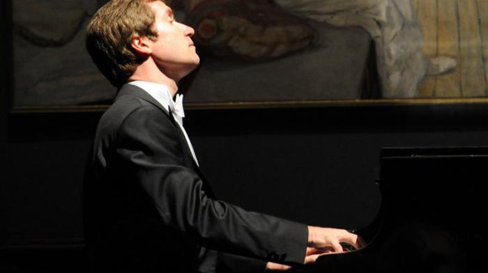 El reconocido pianista ruso actuó en Bakú