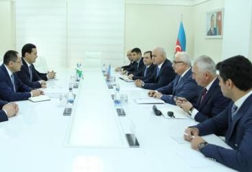 Ministros de Azerbaiyán y Uzbekistán discuten la cooperación
