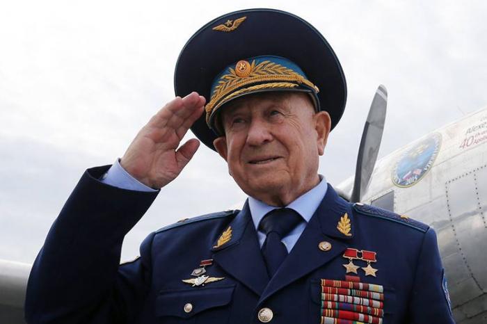 Soviet cosmonaut Alexei Leonov dies