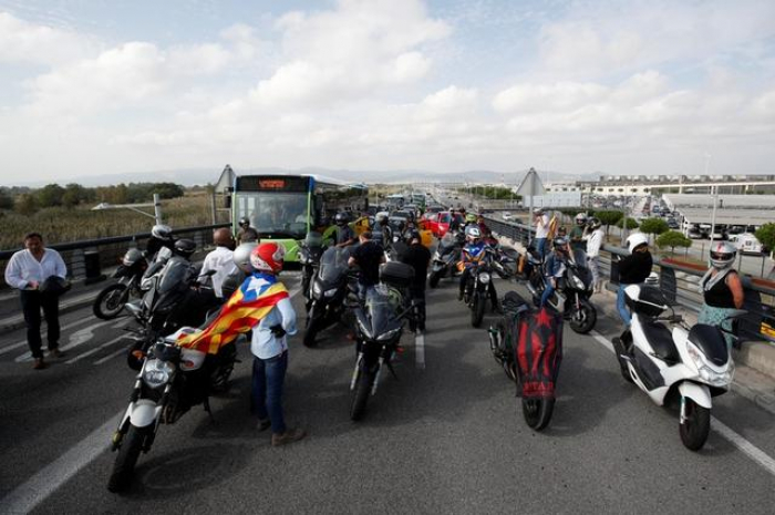 Catalonia protests block several roads over leaders