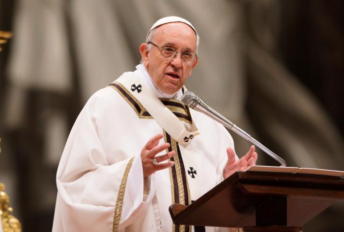 Le pape épingle les habitudes alimentaires des 700 millions de personnes en surpoids