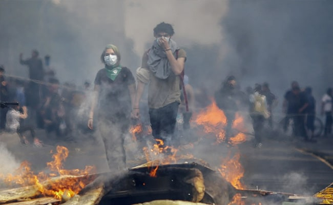 Chilean authorities impose second curfew in 24 hours in Santiago amid mass riots