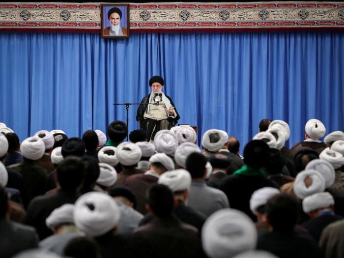 Nucléaire: Ali Khamenei appelle à déroger encore à l