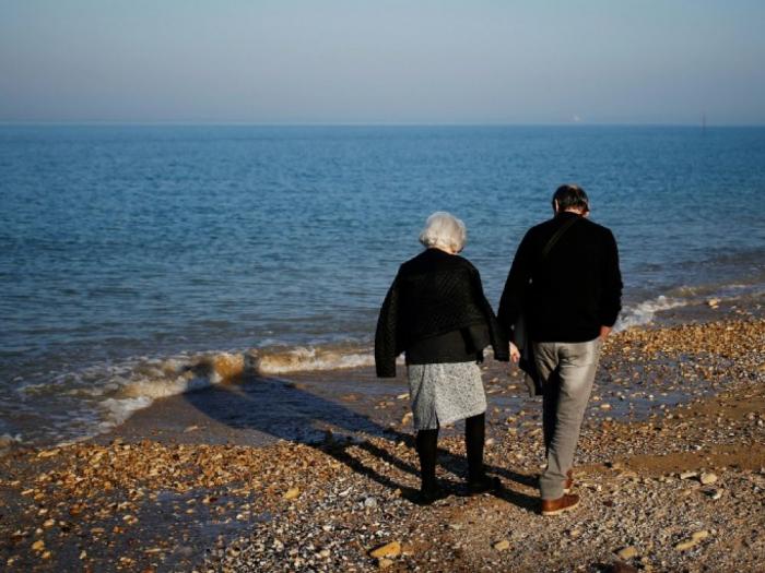 Les femmes vivent plus longtemps que les hommes, mais pas forcément en bonne santé