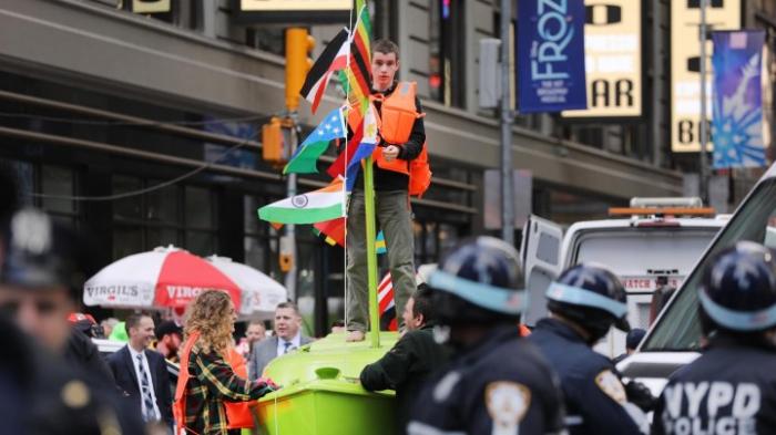 Klimaschützer blockieren Times Square