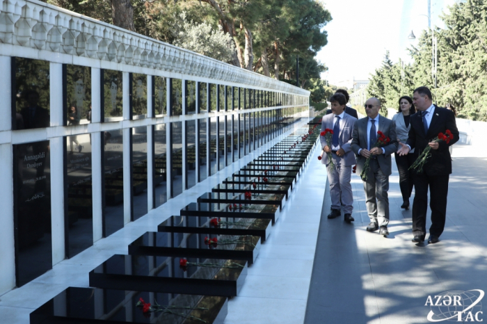 Delegation of Italian Senate pays respect to Azerbaijani martyrs