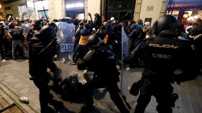 Kataloniyada etirazlar zamanı 60 jurnalist xəsarət alıb