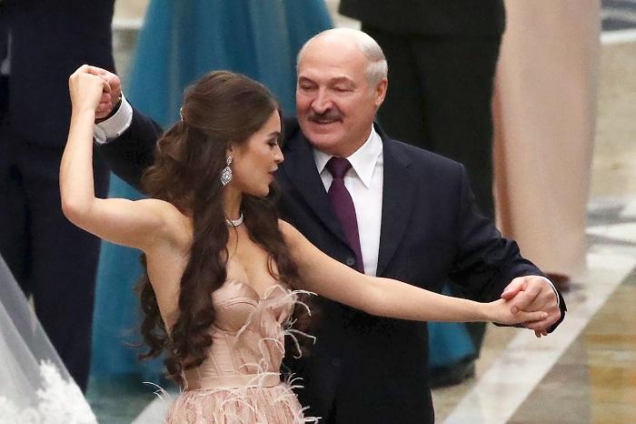 """Lukaşenkonun """"ayı"""" ilə """"qartal""""ın arasında çətin geosiyasət rəqsi – TƏHLİL"""