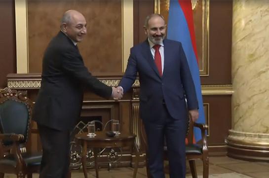 Paşinyan Qarabağ separatçılarının lideri ilə görüşdü