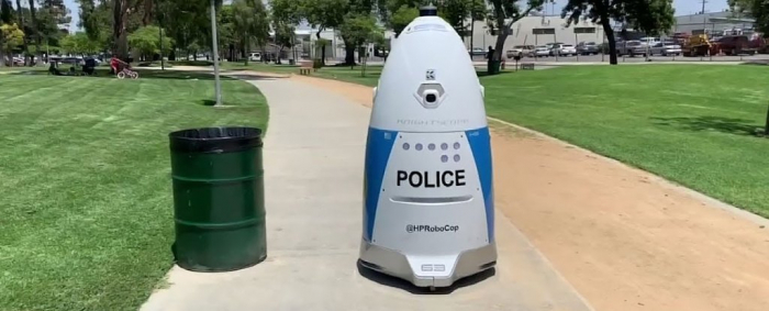 Police robot on patrol completely ignores woman trying to summon police