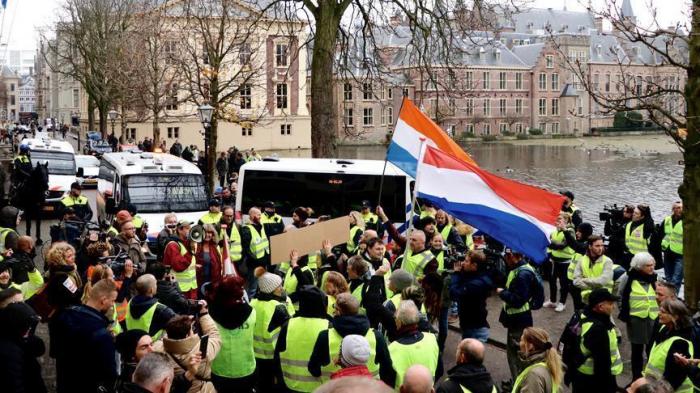 Builders protest in Netherlands over gov