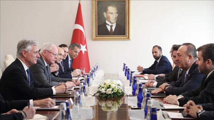 Turquie : Cavusoglu accueille O