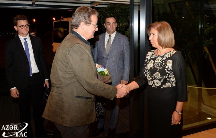 Presidente del Consejo de los Estados de Suiza arriba a Azerbaiyán