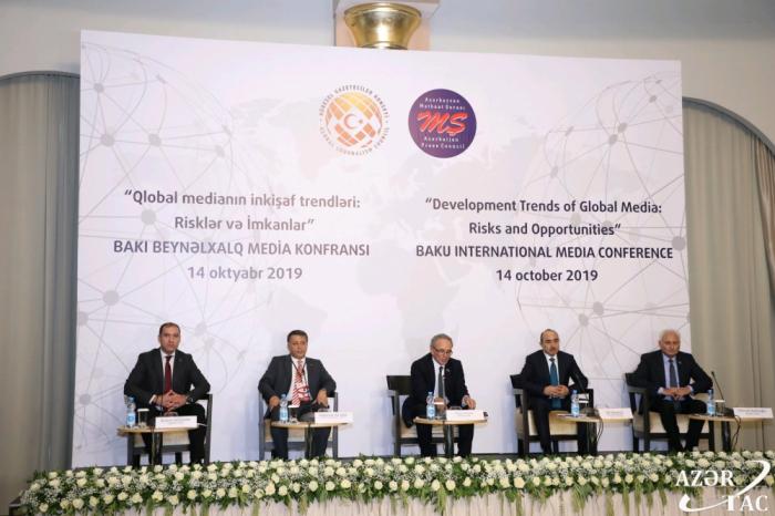 Une conférence internationale sur les médias entame ses travaux à Bakou
