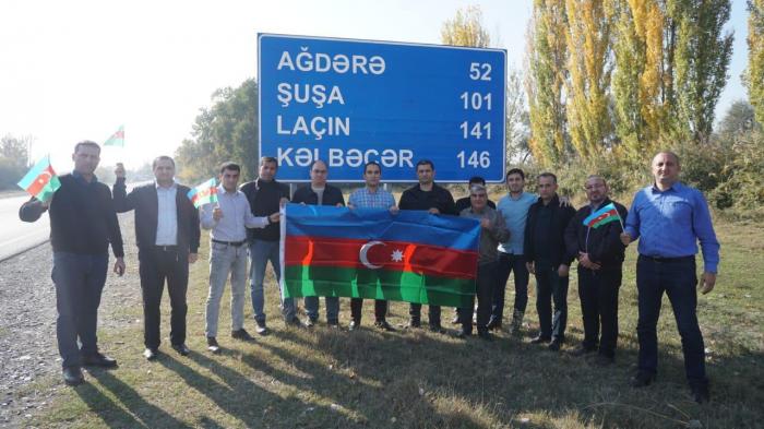 Parlament jurnalistləri bayraq aksiyası keçiriblər - FOTOLAR