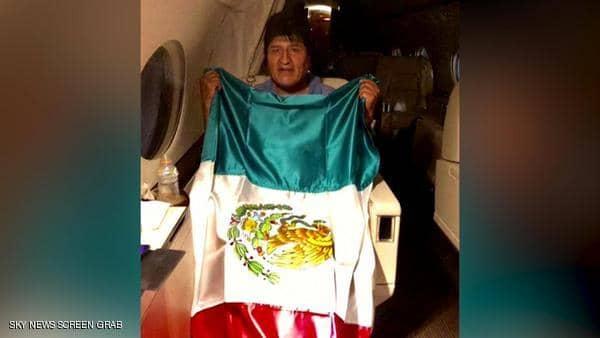 """""""سأعود قريبا"""".. صورة لرئيس بوليفيا المستقيل في طريقه للمكسيك"""